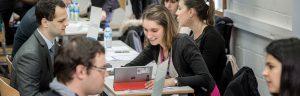 Rencontres entre étudiants et recruteurs lors du Forum Entreprises annuel.